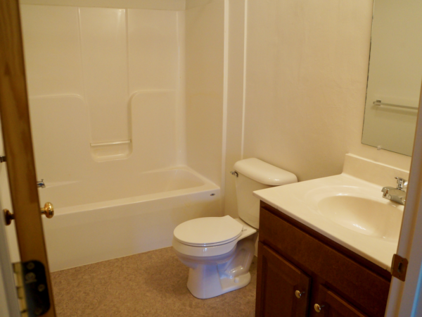 Full bath 2 bedroom Stoney Creek