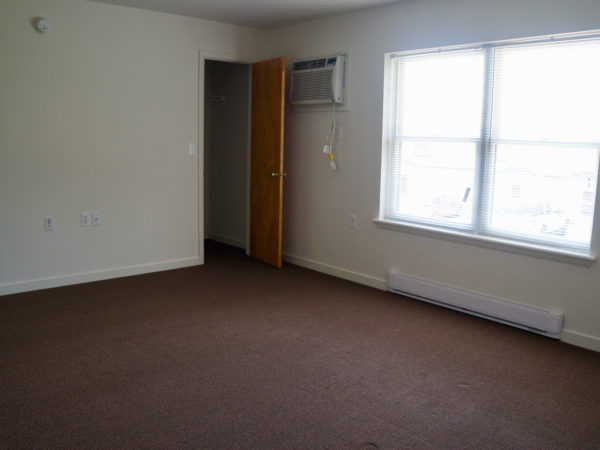Stoney Creek 2 bedroom, room 2